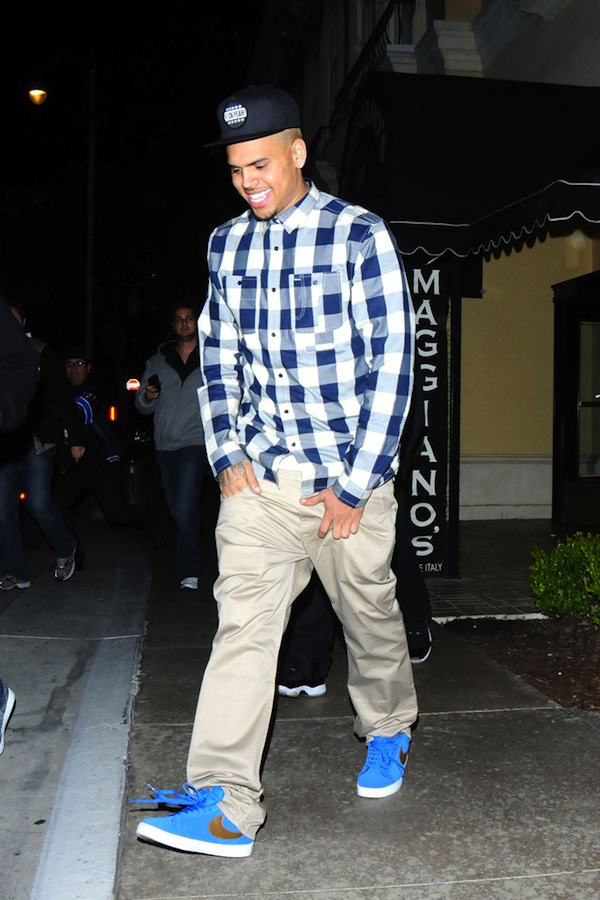 """Chris Brown exits Maggiano's wearing a """"F*ck Yeah"""" cap and clutching his groin"""